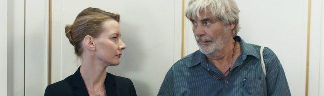Verlosung: Freikarten und Käsereibe (!) zu Toni Erdmann