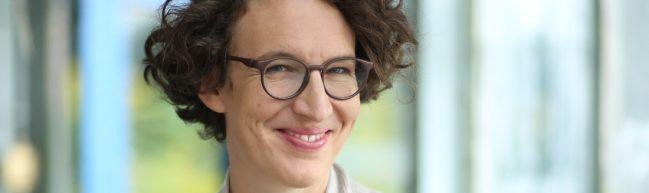 Interview: Lola Randl über Bienen und Blumen und Utopien