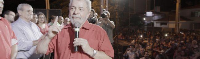 Lula spricht vor einer öffentlichen Versammlung