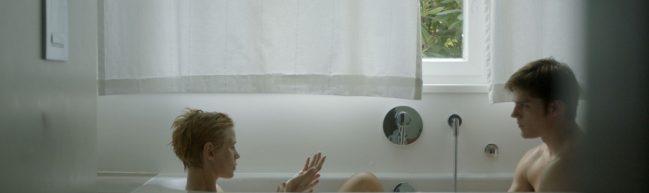 Andrea und Martin sitzen gemeinsam in der Badewanne