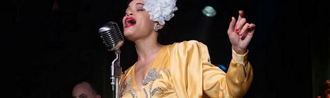 Billie Holiday singt (Nahaufnahme)