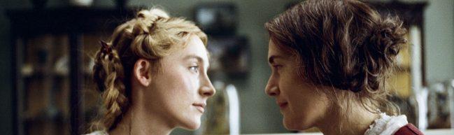 Mary und Charlotte blicken einander tief in die Augen